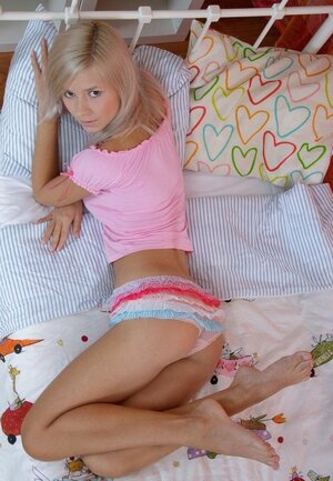 Before being in mood to sleep cuddly blonde decides to pose totally undressed