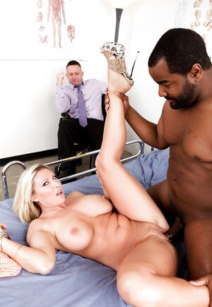 Sex-starved cougar blacked by lucky doctor in front of cuckold husband