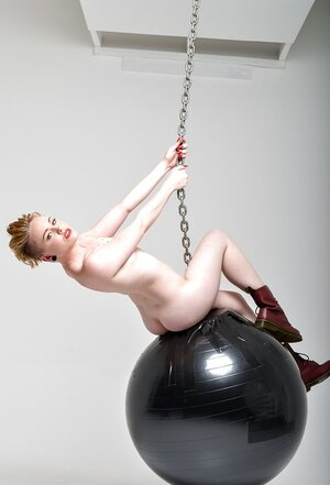 Nude kitten with beautiful haircut rocks on wrecking ball like a well-recognized singer
