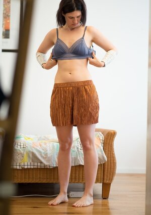 Dude figures out that stepsister has hairy cunt before she puts on clothes
