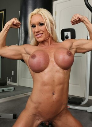 Sexy bitch with big muscles and furthermore flay belly exposes her swollen clit