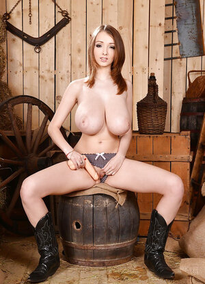 Boots Nude Pictures